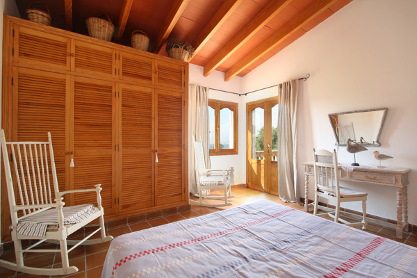 urlaub am mittelmeer in villa mit 12 personen auf. Black Bedroom Furniture Sets. Home Design Ideas