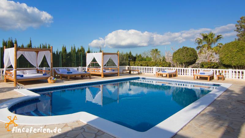 ibiza villa mit pool und klimaanlage f r 10 personen. Black Bedroom Furniture Sets. Home Design Ideas