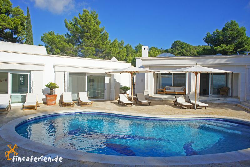 ibiza exklusives ferienhaus mit pool cala tarida. Black Bedroom Furniture Sets. Home Design Ideas