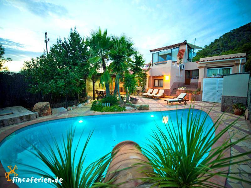 Luxusvilla mit pool  Ausgewählte Villen auf Ibiza | finca-ibiza.de