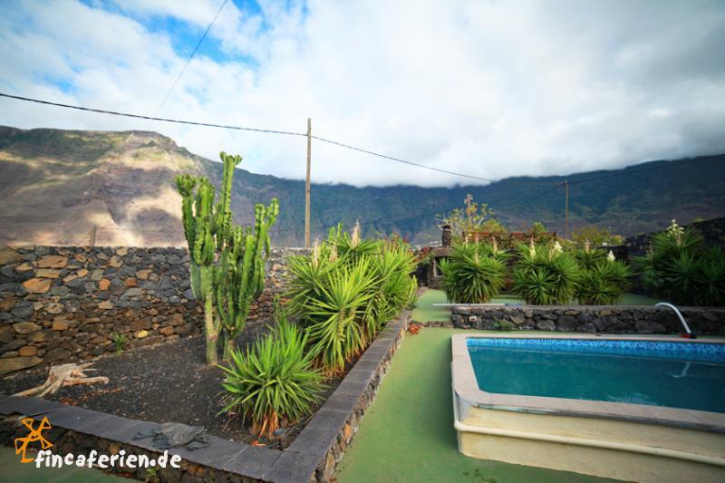 El hierro ferienhaus mit pool und garten fincaferien for Garten pool 2m tief