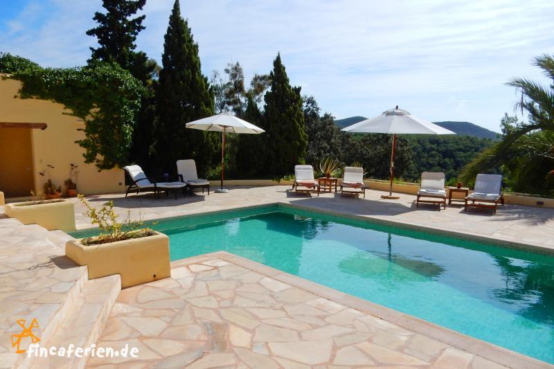 ibiza villa mit pool klimaanlage internet meerblick. Black Bedroom Furniture Sets. Home Design Ideas