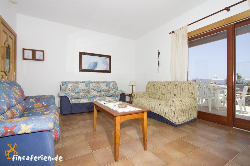 Stehlampe Wohnzimmer Dimmbar : ferienhaus mit pool im wohnzimmer ...