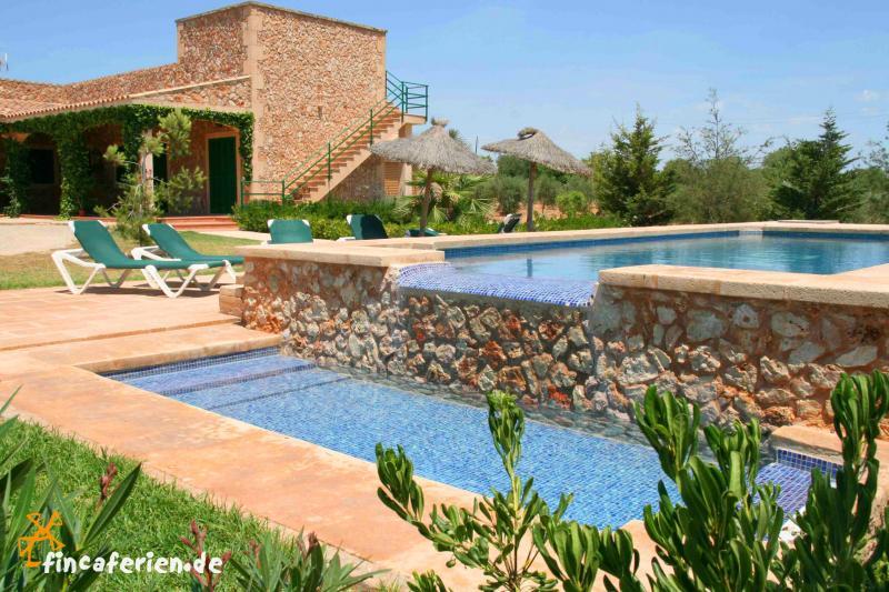urlaub in finca mit pool und klimaanlage auf mallorca bei campos fincaferien. Black Bedroom Furniture Sets. Home Design Ideas