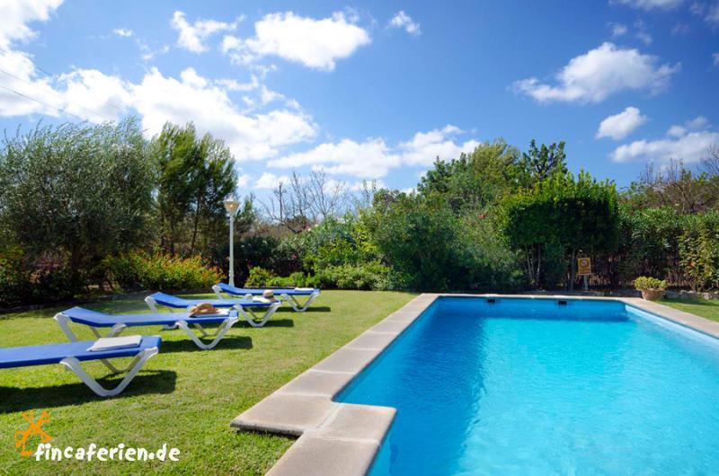 Mallorca kleine pool finca mit garten bei pollenca for Finca mit pool