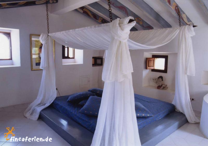 romantisches schlafzimmer in blau ~ interieurs entwerfen, Wohnzimmer dekoo