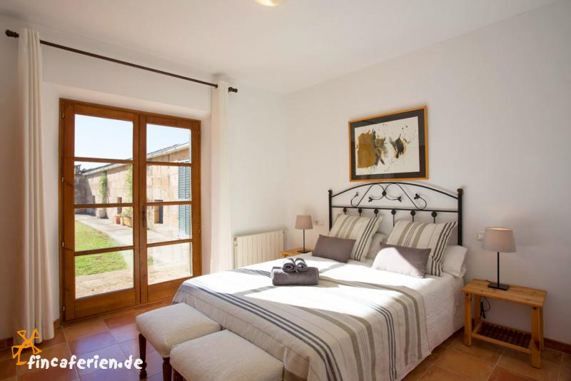 mallorca ferienhaus f r 8 personen mit pool playa muro fincaferien. Black Bedroom Furniture Sets. Home Design Ideas