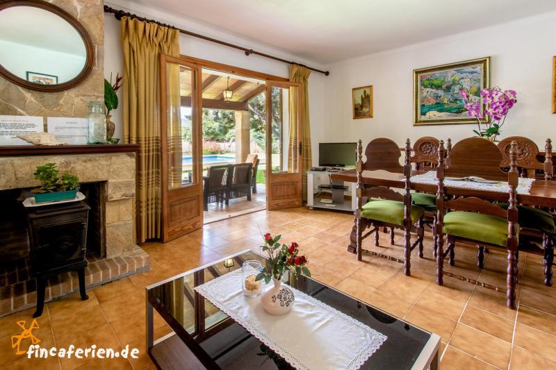 mallorca kleines privates ferienhaus mit pool klimaanlage und garten fincaferien. Black Bedroom Furniture Sets. Home Design Ideas