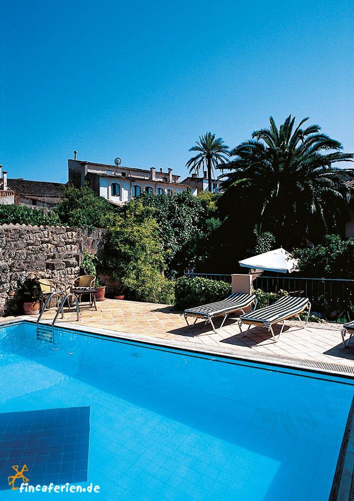 Doppelzimmer im finca hotel leon de sineu mit pool for Style hotel mallorca