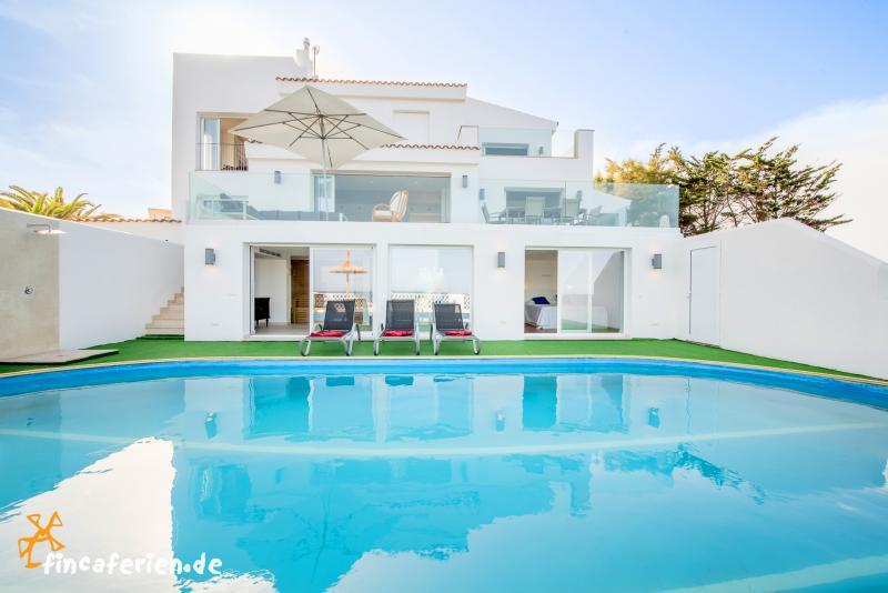 Luxusvilla mit pool am meer  Große Villa am Meer mit Pool und Klimaanlage, Cala Murada ...