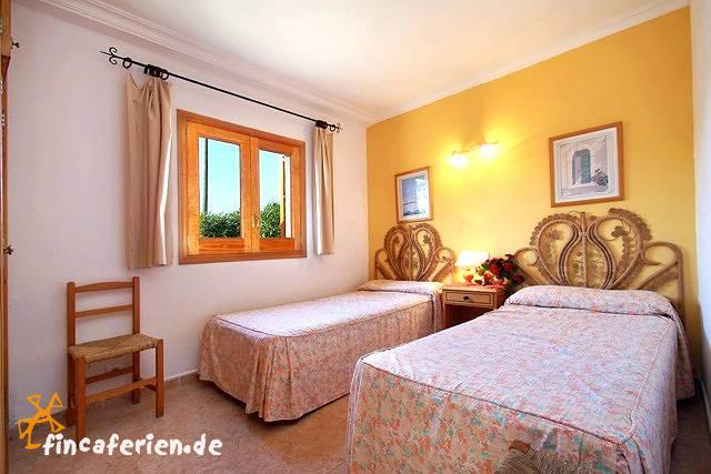 mallorca gro es privates ferienhaus mit pool f r 12. Black Bedroom Furniture Sets. Home Design Ideas