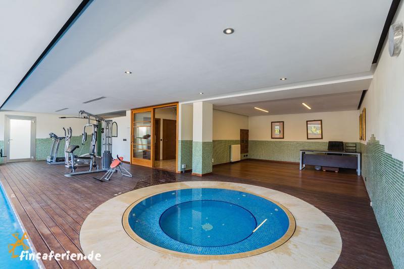 Whirlpool indoor rund  Mallorca: exklusive Villa mit Pool, Indoor-Pool und Internet ...