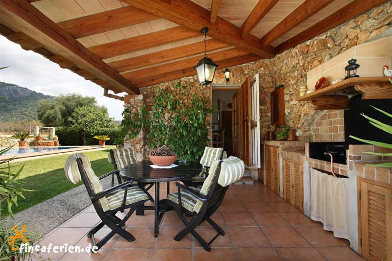 mallorca private finca mit pool und klimaanlage fincaferien. Black Bedroom Furniture Sets. Home Design Ideas