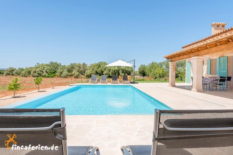 Mallorca moderne finca mit pool und klimaanlage bei for Finca mit pool