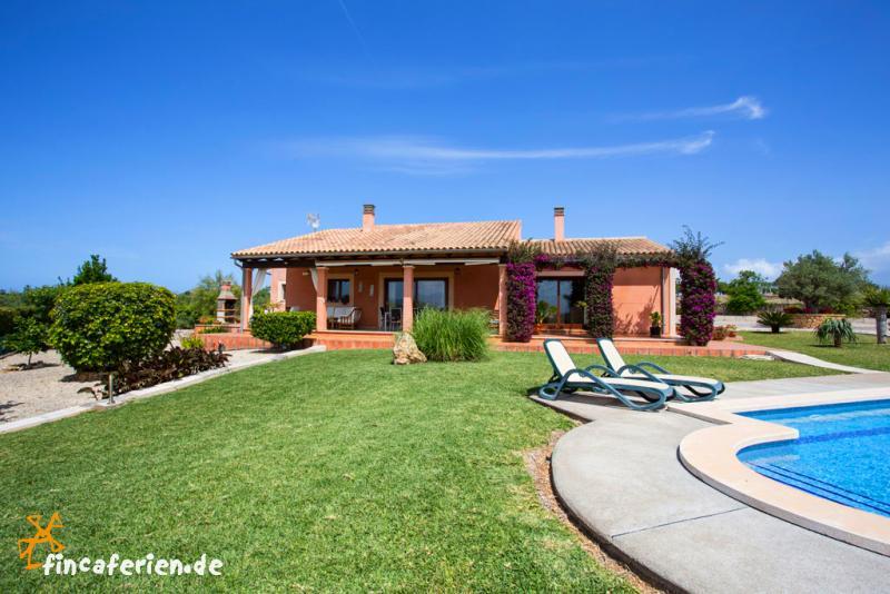 mallorca ferienhaus mit pool und klimaanlage strandnah. Black Bedroom Furniture Sets. Home Design Ideas