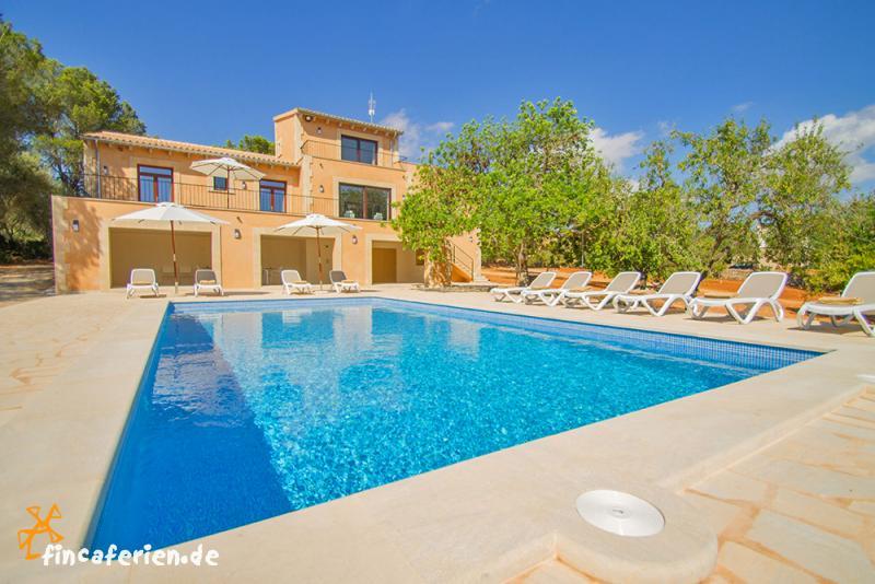 zeigt mir euer wohnzimmer:ferienhaus mit pool im wohnzimmer : Mallorca Urlaub im Ferienhaus mit
