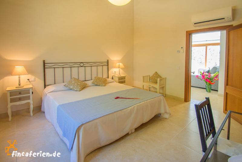 mallorca urlaub im ferienhaus mit pool und klimaanlage. Black Bedroom Furniture Sets. Home Design Ideas