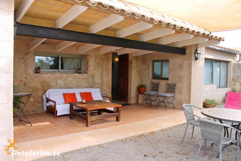 mallorca familienfreundliche ferienwohnungen mit kindersicherem pool fincaferien. Black Bedroom Furniture Sets. Home Design Ideas