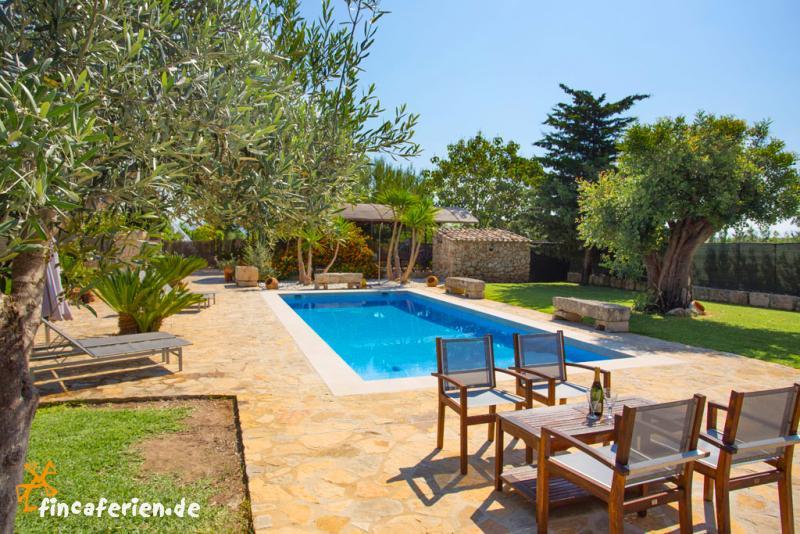 mallorca landhaus mit pool und garten f r 5 personen sa pobla fincaferien. Black Bedroom Furniture Sets. Home Design Ideas