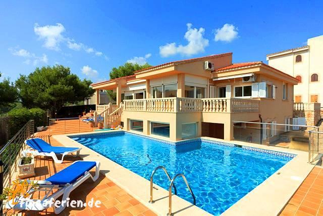 Moderne luxusvilla am meer mit pool  Villa am Strand mit beheizbarem Pool bei Porto Colom - fincaferien ...