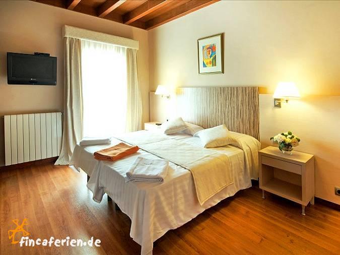 mallorca exklusives ferienhaus mit pool und klimaanlage f r 14 personen fincaferien. Black Bedroom Furniture Sets. Home Design Ideas