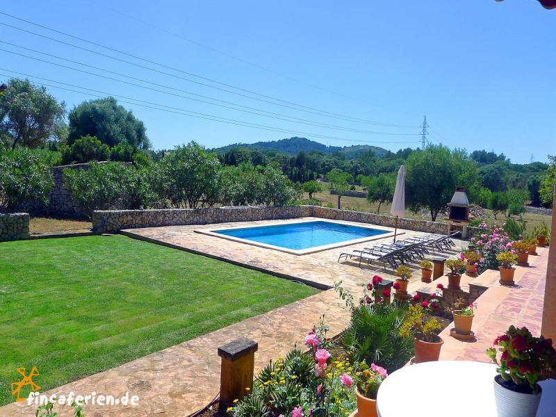 mallorca finca mit pool nahe golfplatz fincaferien. Black Bedroom Furniture Sets. Home Design Ideas