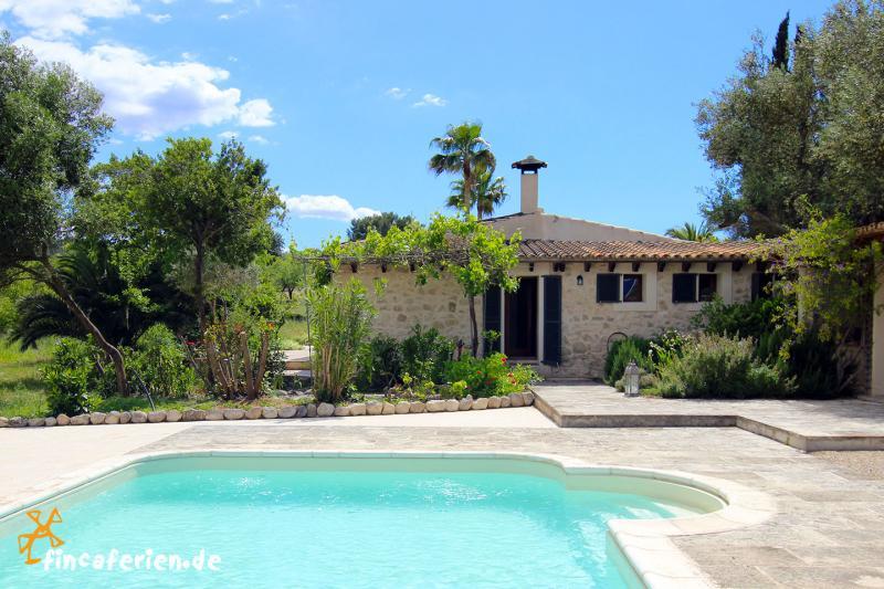 Mallorca finca mit pool in ruhiger alleinlage bei algaida for Finca mit pool