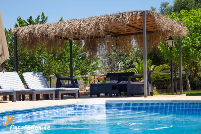 mallorca urlaub in kleiner finca mit pool garten und internet fincaferien. Black Bedroom Furniture Sets. Home Design Ideas