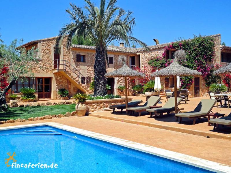 Mallorquines finca hotel mit pool bei campos fincaferien for Finca mit pool