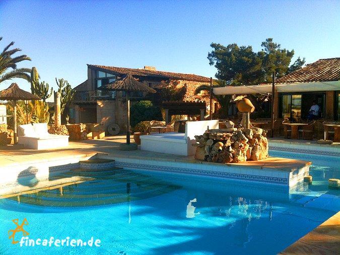 mallorca finca hotel mit pool und restaurant bei ses salines fincaferien. Black Bedroom Furniture Sets. Home Design Ideas