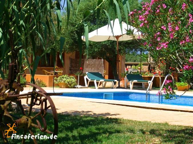 Mallorca finca mit doppelzimmer und pool fincaferien for Garten pool wanne