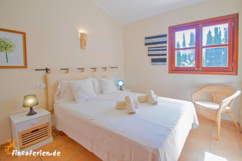 mallorca landhaus mit pool und klimaanlage bei felanitx fincaferien. Black Bedroom Furniture Sets. Home Design Ideas