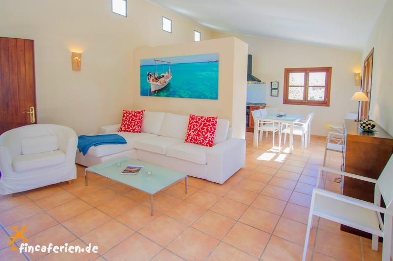 mallorca landhaus mit pool und klimaanlage bei felanitx. Black Bedroom Furniture Sets. Home Design Ideas