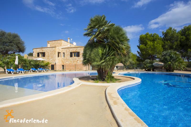mallorca barrierefreie villa mit pool und klimaanlage fincaferien. Black Bedroom Furniture Sets. Home Design Ideas