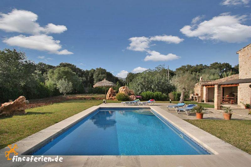 Finca mit pool und garten bei pollenca mallorca nord for Finca mit pool