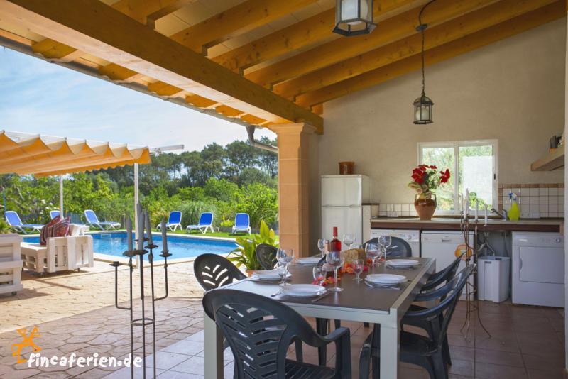 Mallorca Finca mit Klimaanlage, Pool und Außenküche - fincaferien ...