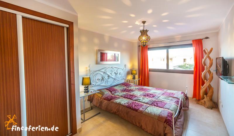 modernes ferienhaus mit klimaanlage in ses salines fincaferien. Black Bedroom Furniture Sets. Home Design Ideas