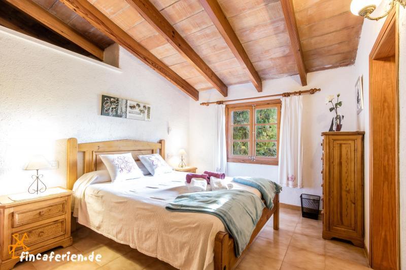 mallorca familienurlaub im ferienhaus mit pool urlaub mit kindern bei pollenca mallorca nord. Black Bedroom Furniture Sets. Home Design Ideas