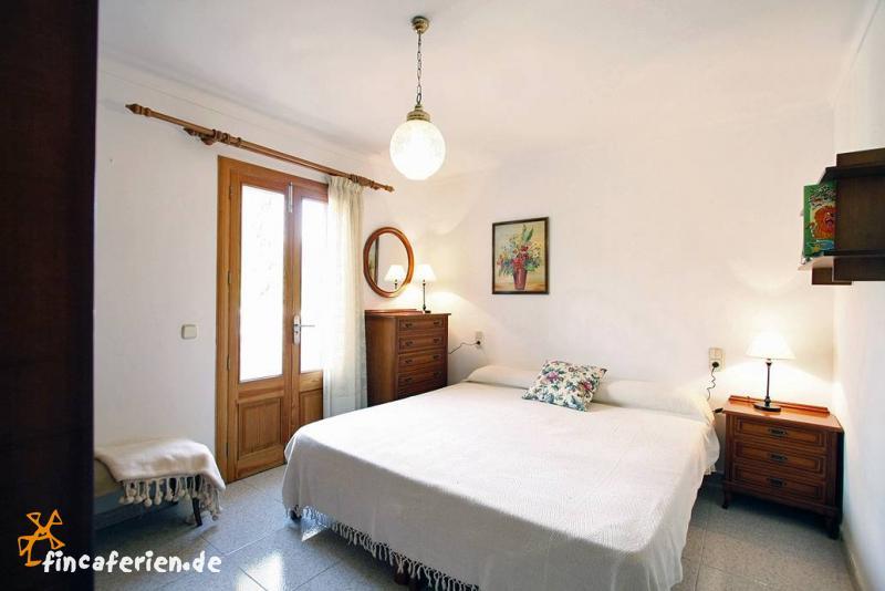 Schlafzimmer Mit Pool : Strandurlaub Mallorca, strandnahes Ferienhaus ...