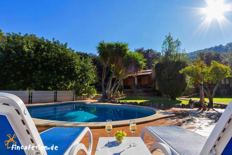 Mallorca ferienhaus mit pool und klimaanlage mieten for Haus mit pool mieten