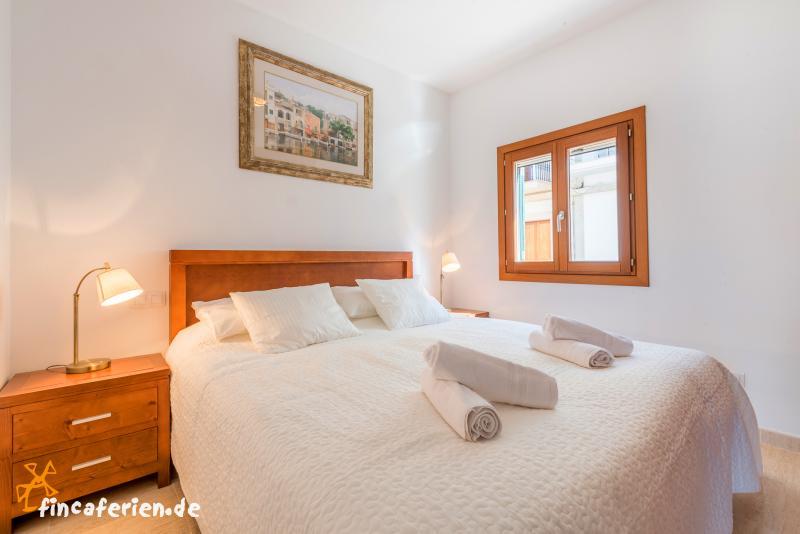 ferienhaus am meer mit klimaanlage portocolom. Black Bedroom Furniture Sets. Home Design Ideas