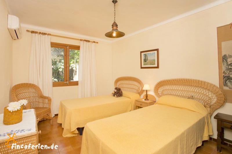 mallorca finca mit pool klimaanlage internet garten f r 8 personen nahe pollenca. Black Bedroom Furniture Sets. Home Design Ideas