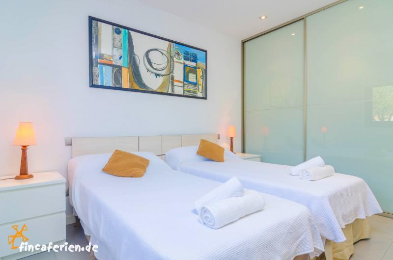 exklusives ferienhaus bei palma de mallorca mit pool und klimaanlage fincaferien. Black Bedroom Furniture Sets. Home Design Ideas