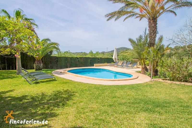 Finca Fur 8 Personen Mit Pool Und Garten Bei S Horta Finca 0639