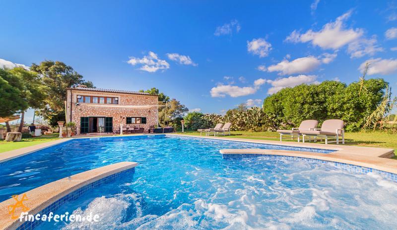 Exklusive finca mit pool und whirlpool nahe es trenc for Finca mit pool