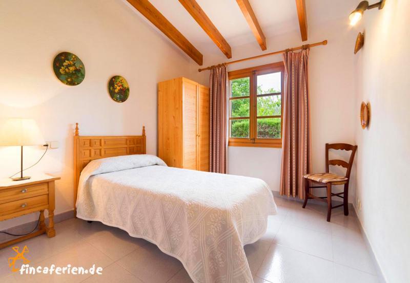pollenca ortsnahes ferienhaus mit pool und klimaanlage fincaferien. Black Bedroom Furniture Sets. Home Design Ideas