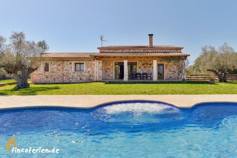 Finca mallorca mit pool und whirlpool nahe felanitx for Finca mit pool