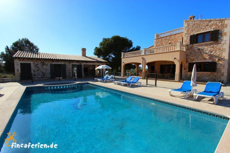 Mallorca finca mit eingez untem pool ses salinas es for Finca mit pool