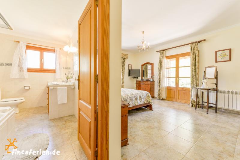 mallorca urlaub mit kindern im ferienhaus mit pool fincaferien. Black Bedroom Furniture Sets. Home Design Ideas