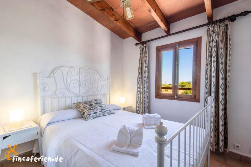 ferienhaus mit pool garten klimaanlage bei port de. Black Bedroom Furniture Sets. Home Design Ideas